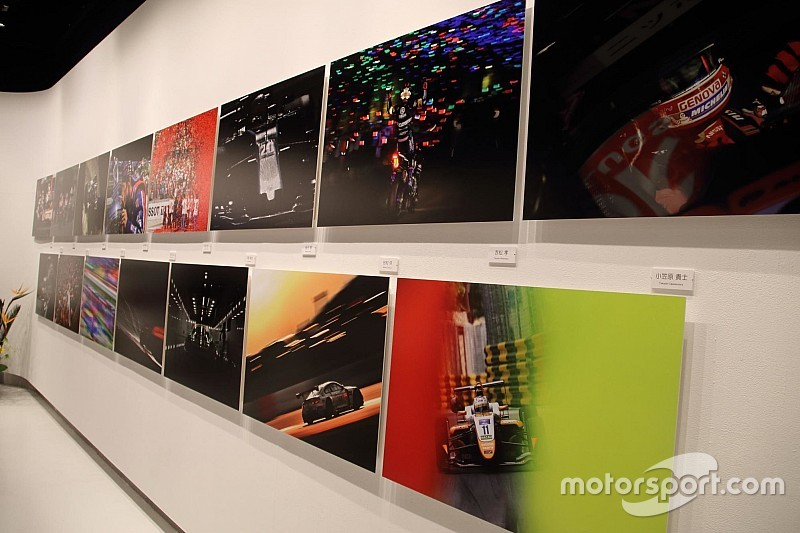 """日本レース写真家協会の展覧会が六本木で開幕、""""渾身の一枚""""出揃う"""