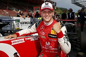 Mick Schumacher si gode il titolo di F3: