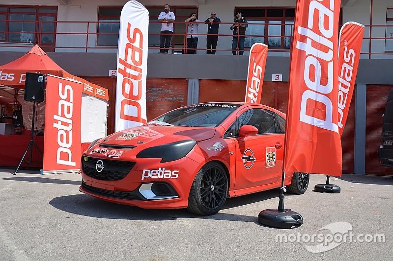 Petlas'tan pist yarışlarına büyük destek