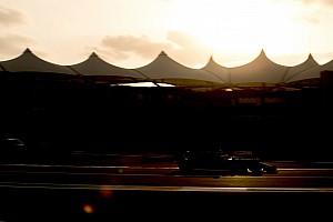 Nem véletlen, hogy négy digitális sáv fut végig a Mercedes W09-en