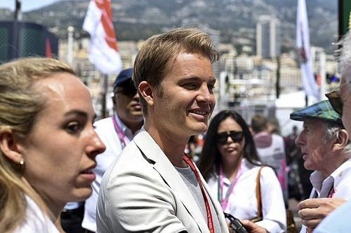 Nico Rosberg Nilai Schumacher Lebih Rajin daripada Hamilton