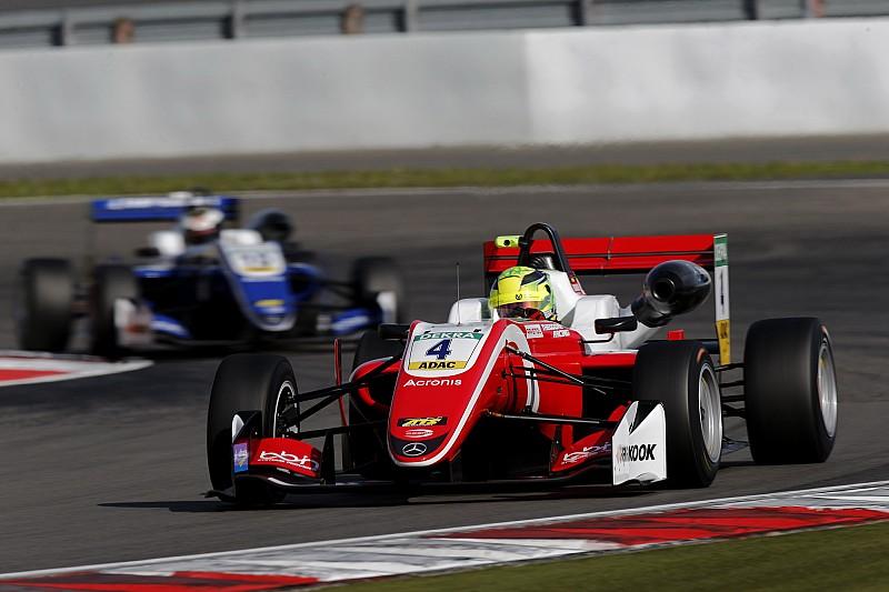 Шумахер сократил отставание от лидера зачета Ф3 до трех очков
