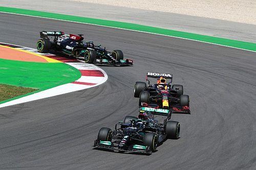 Hamilton: Un rapide coup d'œil a permis à Verstappen de me doubler