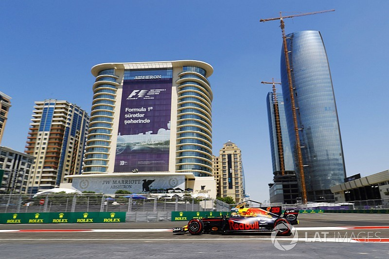 Verstappen lidera el 1-2 de Red Bull y Pérez choca en Bakú