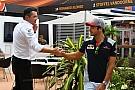 Sainz kihagyja az első szabadedzést Szingapúrban
