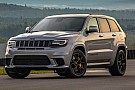 Automotive Una caravana de coches de juguete logra remolcar a un Jeep Grand Cherokee