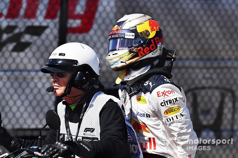 Ricciardo yarış dışı kaldıktan sonra duvarı yumruklamış