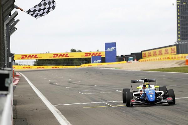 Formule Renault Actualités Robert Shwartzman s'impose au Nürburgring et prend la tête de la Formule Renault Eurocup