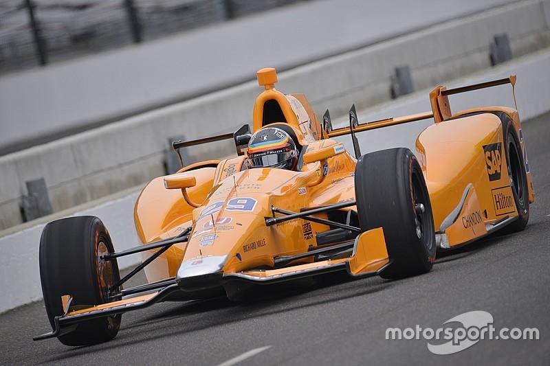 """Franchitti """"asombrado"""" por el rendimiento de Alonso en el test en Indy"""