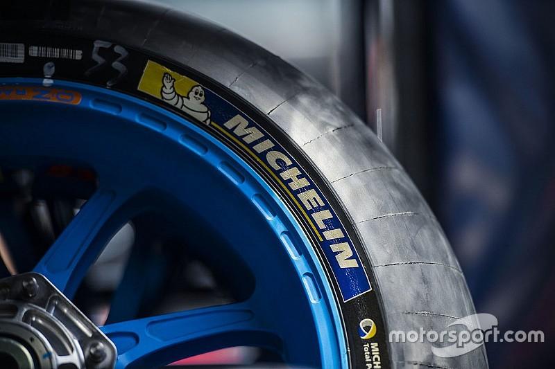 Гонщики MotoGP проголосовали за возвращение к более жесткой резине