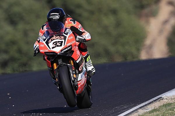 Melandri, el más rápido en Jerez con las Kawasaki ausentes