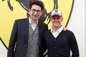 Mick Schumacher hace primera visita a Maranello como junior de Ferrari