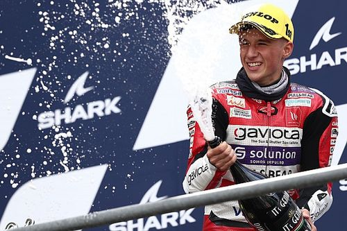 Le Mans Moto3: Garcia wins wet race, Acosta extends points lead