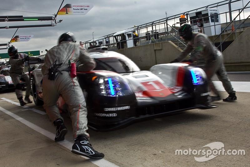 """Porsche, dans le dur, entend """"mettre la pression"""" en course"""