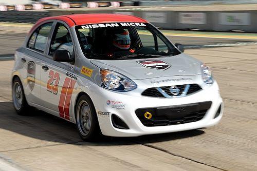 Au volant d'une Nissan de la Coupe Micra