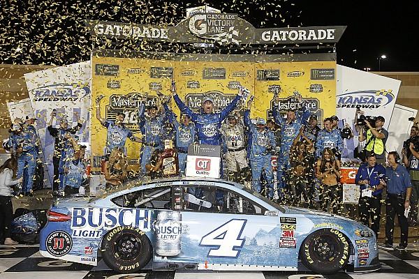NASCAR Cup Harvick beffa Truex alla fine e conquista il successo in Kansas
