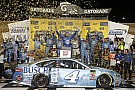 NASCAR Sprint Cup Harvick le arrebata el triunfo a Truex en un cerrado final
