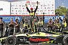 IndyCar Лидеры столкнулись перед финишем, Бурдэ выиграл в Сент-Питерсберге