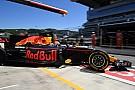 Verstappen Ricciardóra támaszkodik, az ausztrál pedig próbálkozik