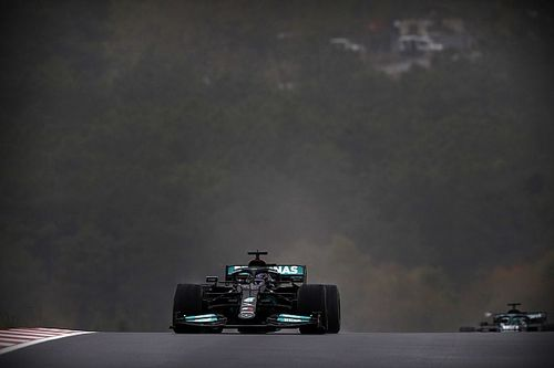 F1: Mercedes calcula que Hamilton brigaria com Sainz se ficasse na pista