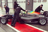 Команда Алонсо в Formula Renault 2.0 впервые вывела машину на трассу