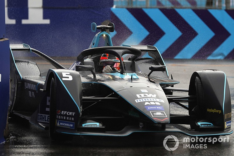 Hong Kong E-Prix: Vandoorne scores maiden pole in wet qualifying