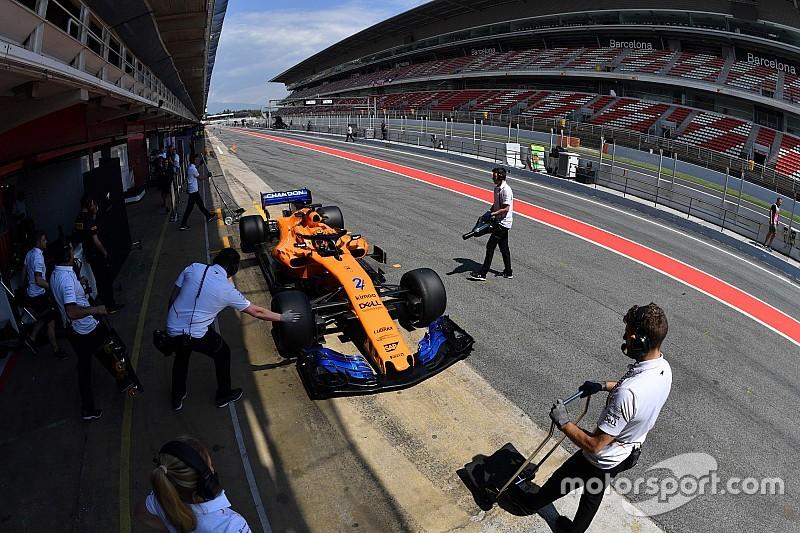 Vandoorne en Norris testen oude en nieuwe McLaren: