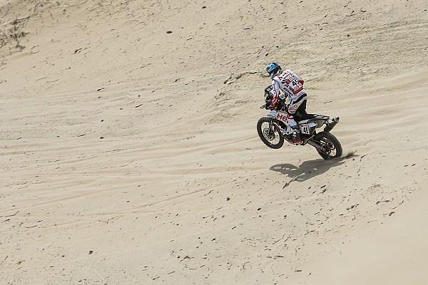 Первые травмы «Дакара»: мотоциклист неудачно прыгнул с дюны
