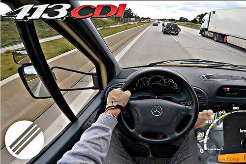 Erre képes egy 18 éves Mercedes-kisbusz az Autobahnon