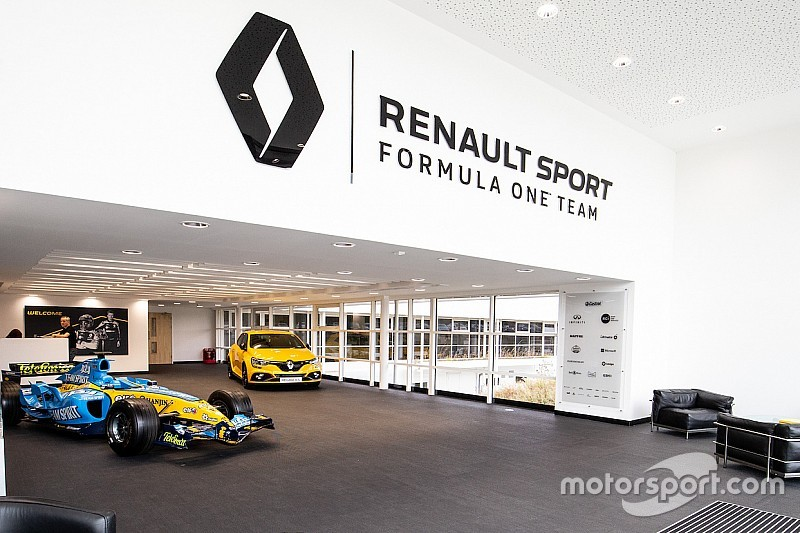 Галерея: база команди Renault Sport F1