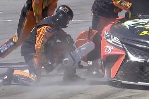 Гигантская «болгарка» в NASCAR и жесткая битва в ралли-кроссе: лучшие видео уик-энда