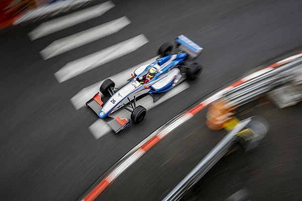 Formula Renault Tertabrak di Race 2 Pau, Presley kini fokus ke Monte-Carlo