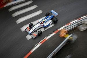 Formula Renault Breaking news Tertabrak di Race 2 Pau, Presley kini fokus ke Monte-Carlo