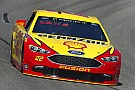 NASCAR Sprint Cup Joey Logano gana una primera etapa accidentada en Richmond