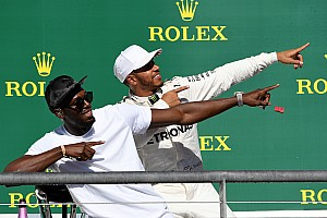 F1 Artículo especial La historia detrás de la foto: Hamilton hace el 'Lightning Bolt'