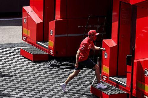"""Vettel: """"Hâlâ Leclerc ile aynı fırsatlara sahibiz"""""""