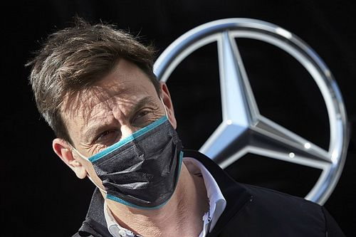 Toto Wolff a Mercedesen belül válthat?