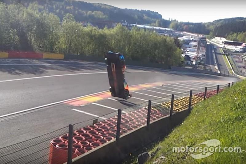 Isaakyan vliegt over de kop op Spa-Francorchamps