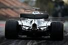 F1 El T-wing del Mercedes W08 amaneció este martes con un doble perfil