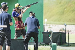 MotoGP Top List Rossi y Al-Attiyah practican el tiro en Qatar