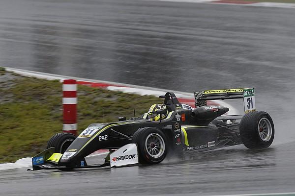 Agyonverte az F3-as mezőnyt a McLaren üdvöskéje a nürburgringi esőben