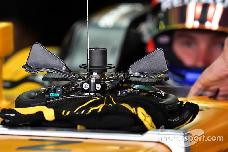 Руль Renault Sport F1 RS17 Сергея Сироткина