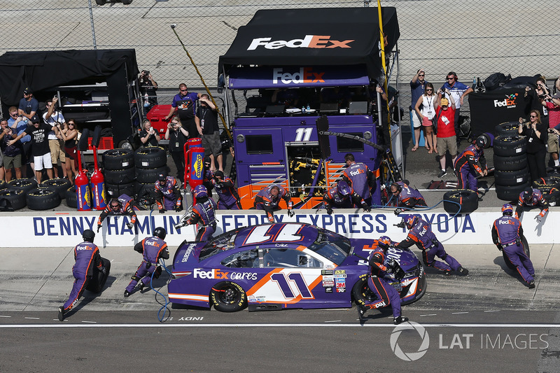 Denny Hamlin, Joe Gibbs Racing Toyota pit stop