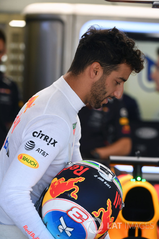 Daniel Ricciardo, Red Bull Racing RB13 y su casco