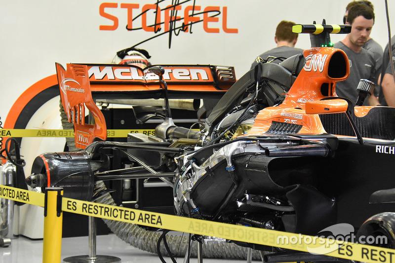 Задняя часть McLaren MCL32