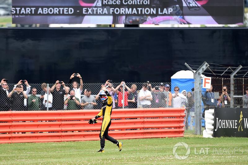 Jolyon Palmer, Renault Sport F1 Team después de detenerse en la vuelta de calentamiento