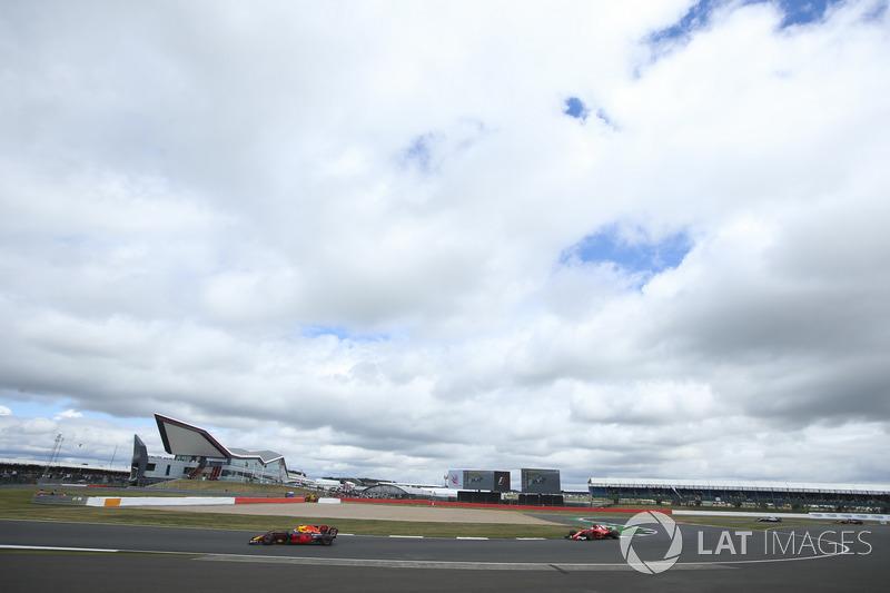 Макс Ферстаппен, Red Bull Racing RB13, Себастьян Феттель, Ferrari SF70H