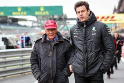 Niki Lauda, Mercedes AMG F1 Presidente no ejecutivo y Toto Wolff, Mercedes AMG F1 Director de Motorsport