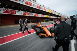Фернандо Алонсо, McLaren MCL32 на питлейне