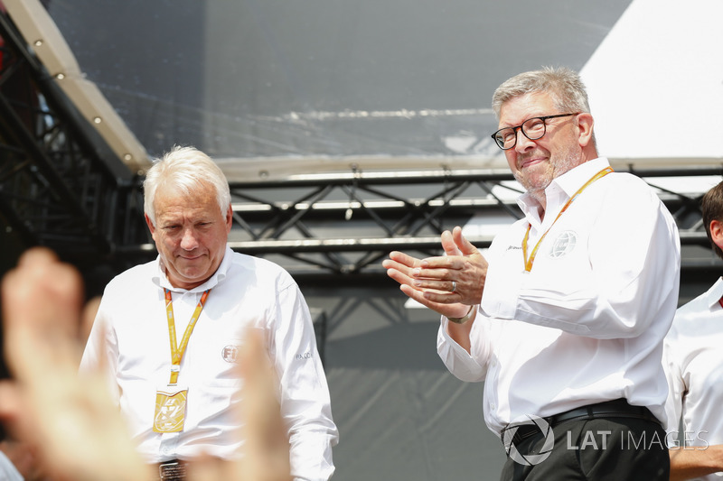 Charlie Whiting, Direttore di Gara FIA, Ross Brawn, Managing Director del Motorsport, FOM, sul palco